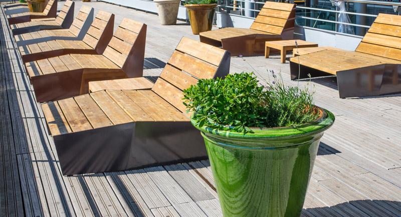 place bellecour lyon 69 mobilier urbain pro urba l 39 espace r invent. Black Bedroom Furniture Sets. Home Design Ideas